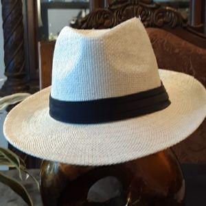 Like new, a stylish hat.